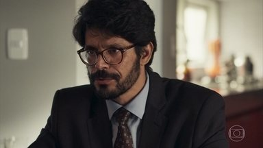Orestes garante a Fabiana e Renato que a causa contra Clara é favorável ao casal - Advogado pede uns dias para amarrar todos os pontos do processo