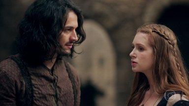 Amália fica intrigada com visita de Catarina - Afonso se mostra esperançoso após conversa com o irmão