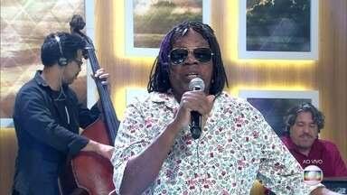 Milton Nascimento canta 'Encontros e Despedidas' - Cantor comemora 50 anos de carreira