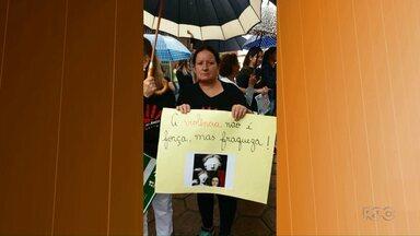 Manifestação cobra punição para caso de violência doméstica em São Jerônimo da Serra - A professora Neuci Barbosa foi assassinada. Segundo a polícia, o marido da vítima é o principal suspeito. Ele está foragido.