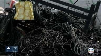 Furtos causam prejuízos para quem usa o transporte público - Ladrões levaram equipamentos da LInha 12 - Safira da CPTM. Fios de cobre vão parar nas mãos dos receptadores.