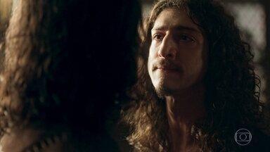 Rodolfo avisa a Afonso que ele está banido da corte - Afonso confronta o irmão e os dois tem uma acalorada discussão