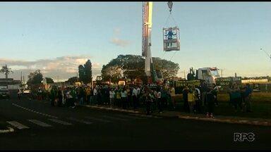 Manifestantes protestam conta Lula em Guarapuava - Cerca de 100 pessoas participaram do manifesto. Eles pedem a prisão do ex-presidente Lula.