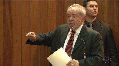 STF analisa nesta quarta-feira (4) habeas corpus preventivo de Lula - A maioria dos ministros decidiu que o habeas corpus de Lula deveria ser analisado, mas eles passaram o julgamento do mérito para esta quarta-feira. Foi concedido um salvo conduto para que o ex-presidente não fosse preso até que termine o julgamento.