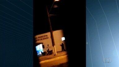 Vídeo mostra criminosos atirando após explosão de caixa eletrônico em Abadia de Goiás - Caso ocorreu ao lado de prédio da PM e em frente de local onde ocorria um velório.