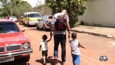 Crianças seguem sem aula por falta de funcionários nos Cmeis de Goiânia - Alunos são liberados mais cedo em algumas unidades.