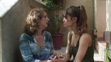 Verena afirma à mãe que não quer denunciar Breno - Juliana apoia a filha e tenta convencê-la a reconsiderar a decisão de deixar o Sapiência