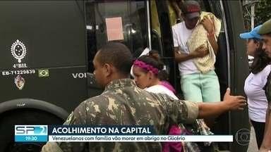 Primeiro grupo de venezuelanos refugiados chega à São Paulo - Grupo desembarcou na base aérea, em Guarulhos, no meio da tarde. Cento e dezesseis pessoas vão viver em três abrigos diferentes, por prazo indeterminado.