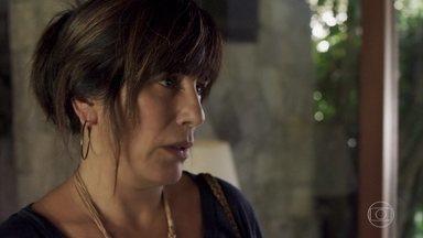 Beth não consegue doação de rim para Adriana - A mãe de Clara não tem sucesso em mais uma tentativa de ajudar a filha