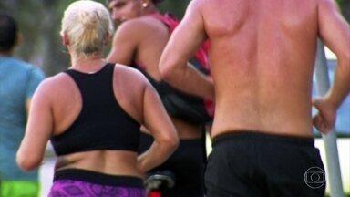 Homens tem mais facilidade de perder ou ganhar peso do que as mulheres - Fatores hormonais e emocionais das mulheres pesam muito nessa hora. O metabolismo do homem também é mais acelerado, explicam especialistas.