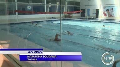 Academia em Taubaté realiza maratona aquática solidária - A cada Km nadado, um Kg de alimento é doado.