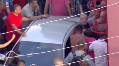 PLANTÃO: militantes impedem saída de Lula do Sindicato dos Metalúrgicos - Depois de duas noites no sindicato, ex-presidente tentou sair do prédio para se apresentar à Polícia Federal, mas manifestantes bloquearam a passagem do carro.