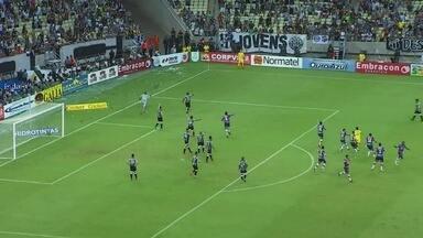 Aos 57`, Bruno Melo faz o gol do Fortaleza depois da cobrança de falta, mas está impedido! - Aos 57`, Bruno Melo faz o gol do Fortaleza depois da cobrança de falta, mas está impedido!