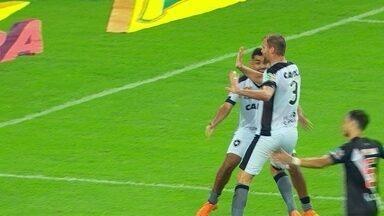 Gol do Botafogo! Carli pega sobra na área, chuta e marca, aos 48 do 2º tempo - Gol do Botafogo! Carli pega sobra na área, chuta e marca, aos 48 do 2º tempo