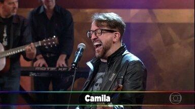 Nenhum de Nós canta 'Camila, Camila' - Banda fala sobre sua agenda de shows e levanta a plateia com sucesso