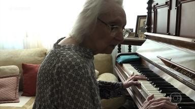 Memória musical de Dona Helena resiste ao Mal de Alzheimer - Aos 92 anos, senhora mantém hábito de tocar piano e emociona convidados do 'Encontro'