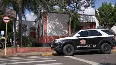 Criança vítima de violência é transferida para hospital em Bauru - Omenino de 5 anos que deu entrada na UPA de Lençóis Paulista (SP) com sinais de maus-tratos nesta terça-feira (10) foi transferido para o Hospital Estadual de Bauru durante a noite. O Conselho Tutelar foi acionado depois que a mãe do menino deu entrada na UPA dizendo que ele havia caído e cortado a cabeça. No entanto, a equipe médica desconfiou dos hematomas e acionou o órgão.