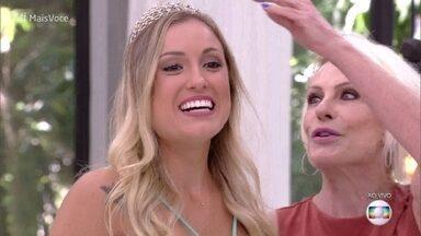 Jéssica ganha coroa de Ana Maria Braga - Personal comenta tombo que levou durante a eliminação do BBB18 ao abraçar o irmão