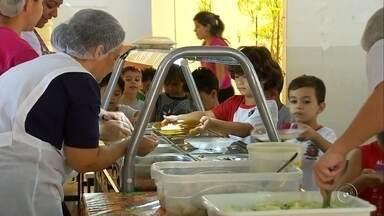 Integrantes da CPI da Merenda em Marília visitam escolas nesta quarta-feira - Como parte dos trabalhos da Comissão Parlamentar de Inquérito que apura o descarte de 7 toneladas de carne da merenda escolar em Marília, os vereadores que integram a CPI visitam escolas nesta quarta-feira.