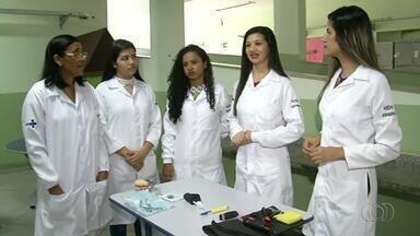 Profissionais fazem instrumentos que ajudam na recuperação de pacientes em hospital - Profissionais fazem instrumentos que ajudam na recuperação de pacientes em hospital