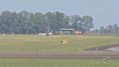 Avião bate em capivara durante arremetida no Aeroporto Internacional de Campo Grande - Piloto fazia treinamento de arremetida em aeronave de escola de aviação quando bateu no animal.