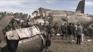 Avião cai na Argélia e deixa pelo menos 250 mortos - Ainda não se sabe o que motivou a queda da aeronave.