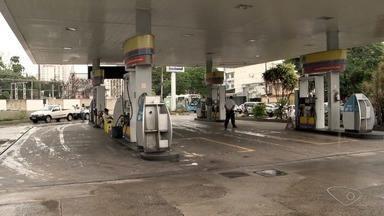 Navio da Petrobras começa a bombear combustível no Porto de Tubarão - Alguns postos da Grande Vitória estão sem estoque. Ainda não há previsão de quando acaba o descarregamento do produto.