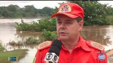 Subcomandante dos bombeiros explica trabalho de resgate de famílias desabrigadas - Subcomandante dos bombeiros explica trabalho de resgate de famílias desabrigadas