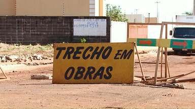 Motoristas não respeitam sinalização da avenida Tito Muffato - Ação da Cettrans foi realizada nesta sexta-feira para orientar motoristas.