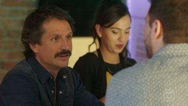 César aconselha Paulo a usar um aplicativo de relacionamento - Paulo desabafa com Marli e César sobre os problemas em seu casamento