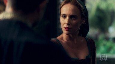 Virgílio aborda Diana nos corredores do castelo - Ele tenta convencê-la de que deseja ajudar Amália