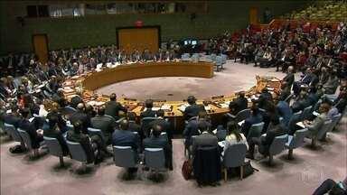 Conselho de Segurança da ONU volta a se reunir para discutir a crise na Síria - Estados Unidos, França e Reino Unido buscam aliados para uma resposta internacional ao governo Sírio, que nega ter usado armas químicas contra a população civil. O secretário-geral da ONU, Antonio Guterrez, pediu cautela.