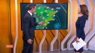 Chuva alivia no Sudeste e segue no Nordeste - Atenção pro norte do Nordeste, entre o Maranhão e o Ceará. Por aí, os temporais podem chegar de novo. Também tem chuva forte prevista pro norte do Pará, pegando a região metropolitana de Belém e a IIha do Marajó. Já entre o Sudeste e o Nordeste tem alerta de ressaca.