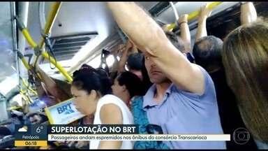 Passageiros reclamam de aperto em ônibus do BRT - Passageira se feriu em empurra-empurra