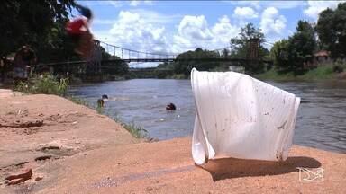 Donos de bares denunciam sujeira em um ponto de lazer de Balsas - Donos de bares também denunciam falta de segurança na Beira Rio, considerado um dos cartões postais do município.