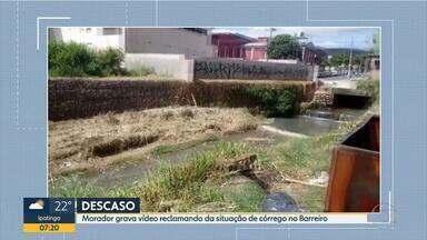 Morador reclama de sujeira em córrego na Região do Barreiro, em Belo Horizonte - Prefeitura disse que retirou 16 toneladas de lixo de dentro do córrego.