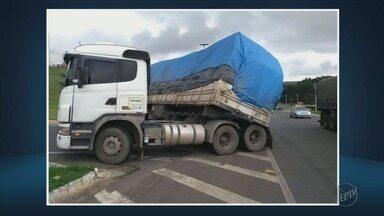 Motoristas reclamam de perigo de trevo que dá acesso a Guaxupé (MG) - Motoristas reclamam de perigo de trevo que dá acesso a Guaxupé (MG)