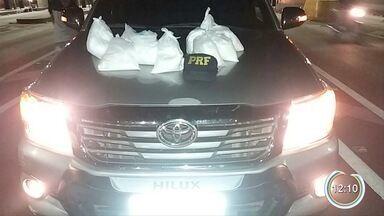 Dez quilos de cocaína foram apreendidos na Fernão Dias - Droga estava em uma sacola no banco traseiro de uma caminhonete.