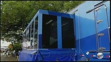 Unidade móvel da Caixa Econômica Federal começa a funcionar em Passos (MG) - Unidade móvel da Caixa Econômica Federal começa a funcionar em Passos (MG)