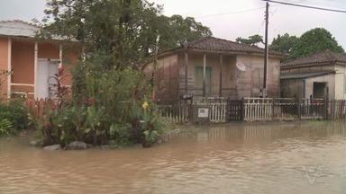 Defesa Civil avalia estrago provocado pelas chuvas em Itariri - Cidade do Vale do Ribeira também foi castigada pelo temporal do fim de semana. Ponte do Rio Calmo precisou ser refeita.