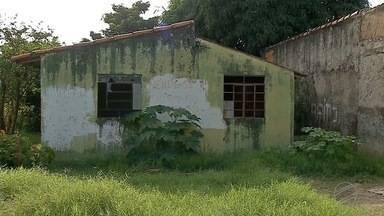 Homem é encontrado morto em Corumbá e suspeita é de pedradas - Corpo da vítima foi encontrado dentro de uma casa no bairro Popular Nova.