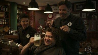 Barbearia Saideira - Acertando o corte e enchendo o caneco