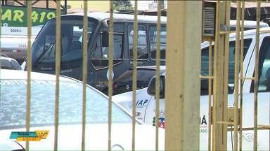Atraso em pagamento de oficinas prejudicam serviços para a população - Carros da polícia, dos bombeiros e até o ônibus estadual estão parados