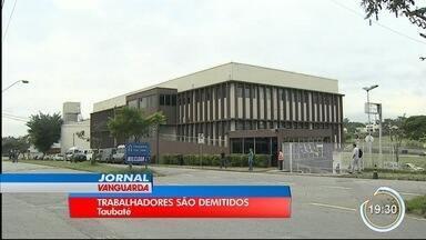 Fábrica de louças Hervy demite 110 trabalhadores em Taubaté, diz sindicato - Funcionários demitidos nesta quarta (18) fizeram protesto por pagamento de verbas rescisórias e salário em atraso. Empresa não comentou as dispensas.