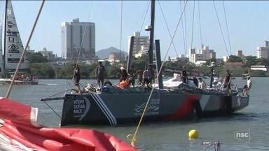 Último barco da Regata de Volta ao Mundo chega a Itajaí - Último barco da Regata de Volta ao Mundo chega a Itajaí