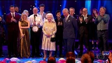 Rainha Elizabeth da Inglaterra completa 92 anos - Data é lembrada com salva de tiros e concerto