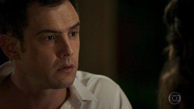Gael revela a Clara sobre os crimes de Sophia - Ele afirma que precisa da ajuda da ex-mulher para abrir um inquérito contra a mãe