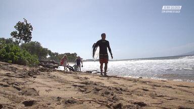 Surfe Com Locais Em Maui