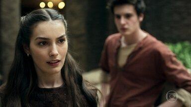 Selena lamenta não ter conseguido salvar Afonso - Em conversa com Ulisses, a guerreira diz ter certeza de que o Príncipe tentará fugir