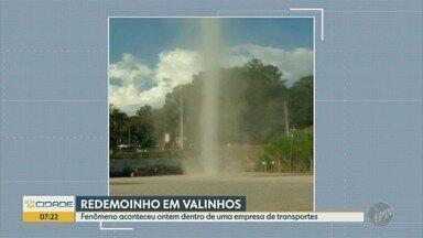 Imagem mostra formação de redemoinho após ventania em Valinhos - Confira as imagens feitas em uma empresa de transportes.